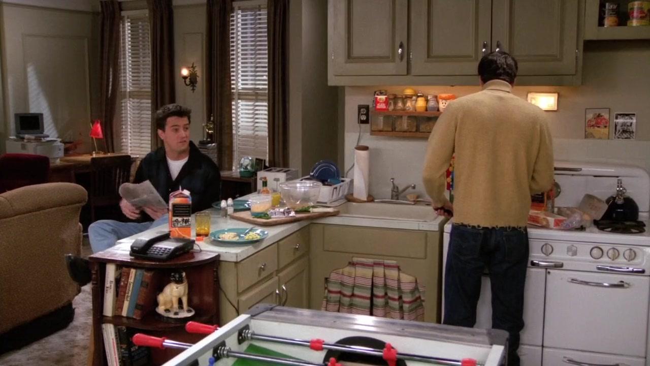 фотография из квартиры чендлера общается сыном финансовом