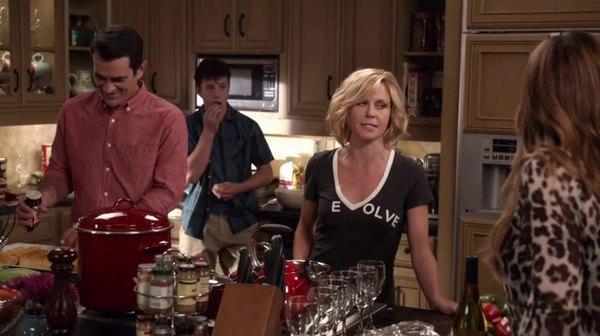 Screencaps Of Modern Family Season 7 Episode 1