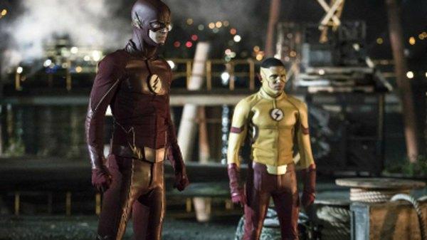 Screencaps of The Flash Season 3 Episode 1