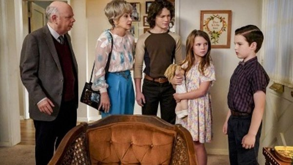 Young Sheldon - S02E09 - Family Dynamics and a Red Fiero