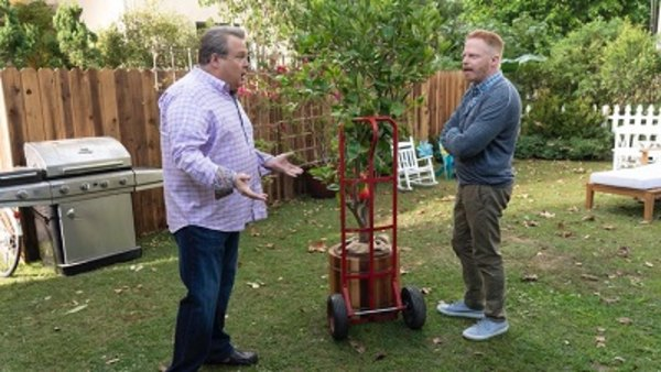 Modern Family - S10E09 - Putting Down Roots