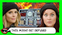 This Might Get - Episode 69 - KEEP TALKING AND NOBODY EXPLODES GAME with Grace Helbig & Mamrie...
