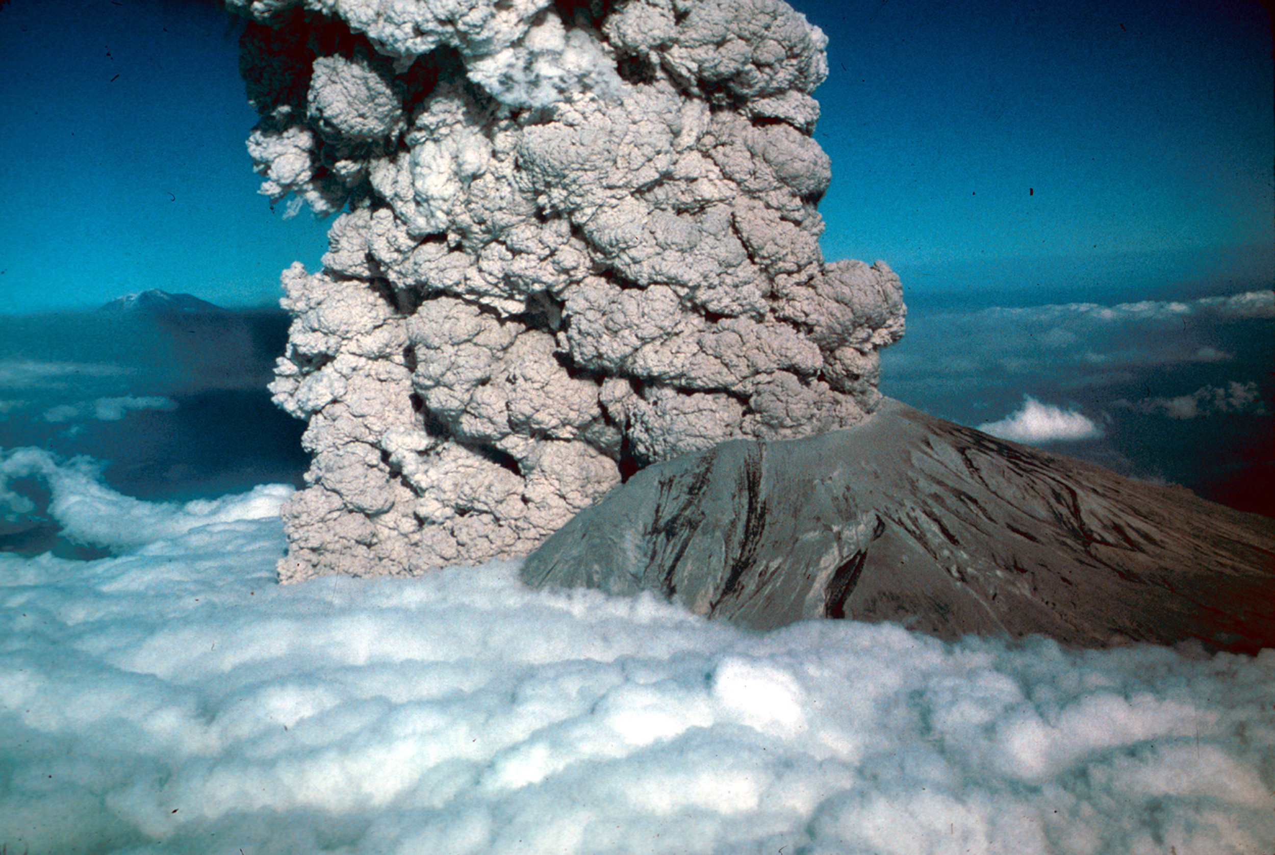 a history of volcanic eruptions of mount st helens Here are some facts about mount st helens, the famous volcano mount st helens is the deadliest volcanic eruption in the us occurred at mt st mount vesuvius.