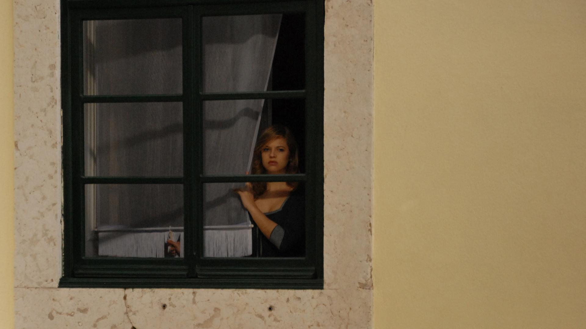 obnazhennaya-v-sosedskom-okne