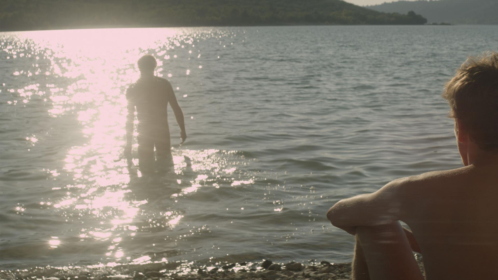 Незнакомец У Озера Рецензии