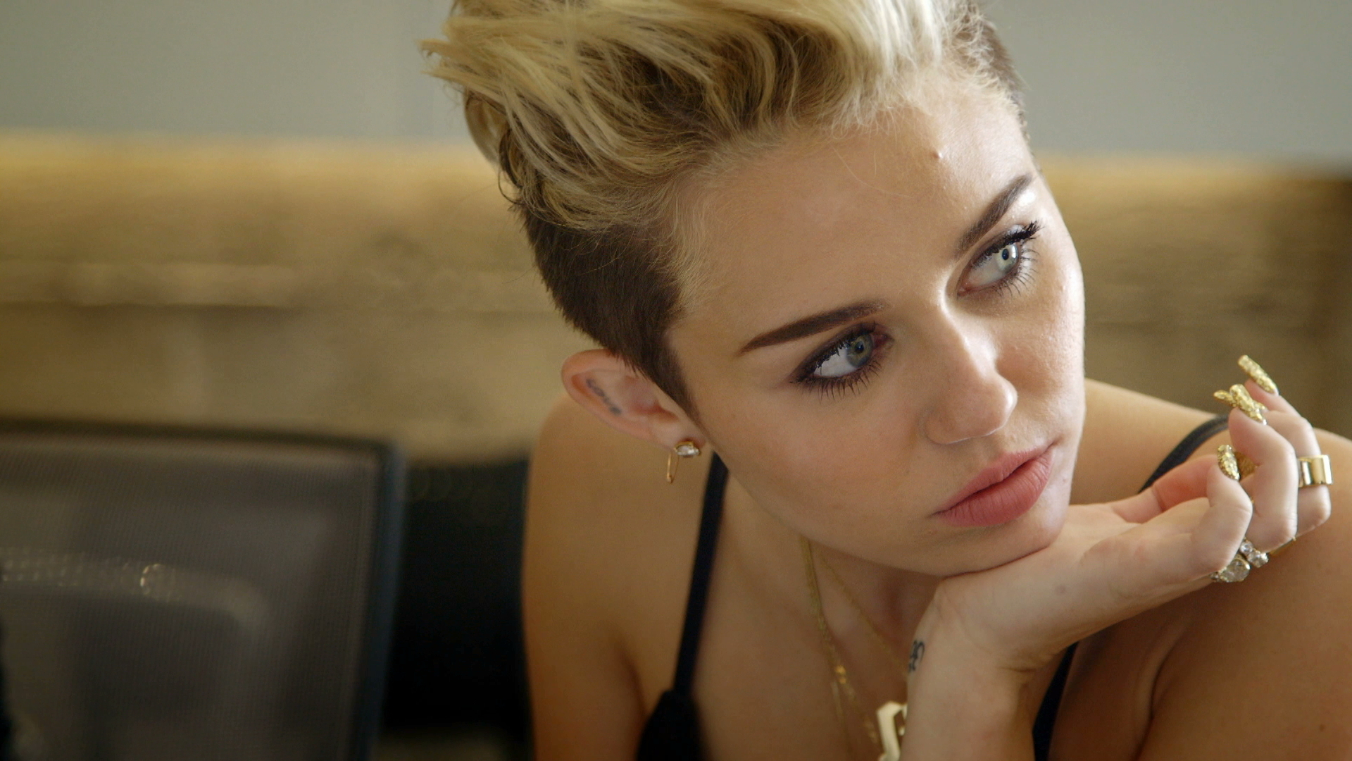 thesis statement about miley cyrus Like % published miley cyrus - wrecking ball miley cyrus - the backyard sessions - jolene.