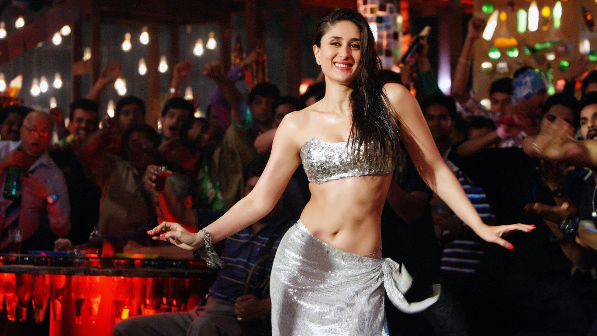 Green is the new sexy kareena kapoor khan looks smouldering hot in this still