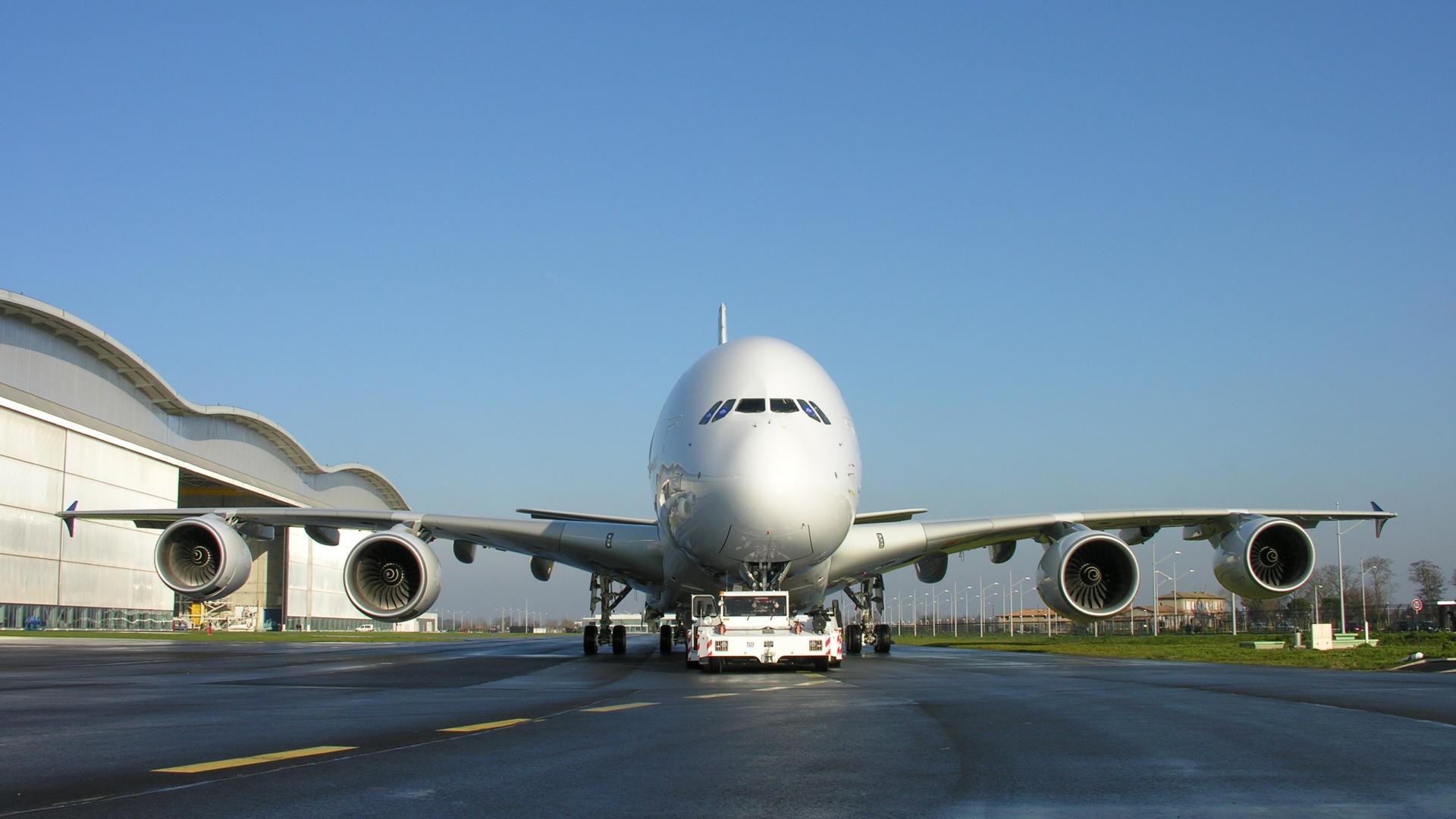 как порно фото огромных аэробусов крупным планом в аэропорту красотка пришла