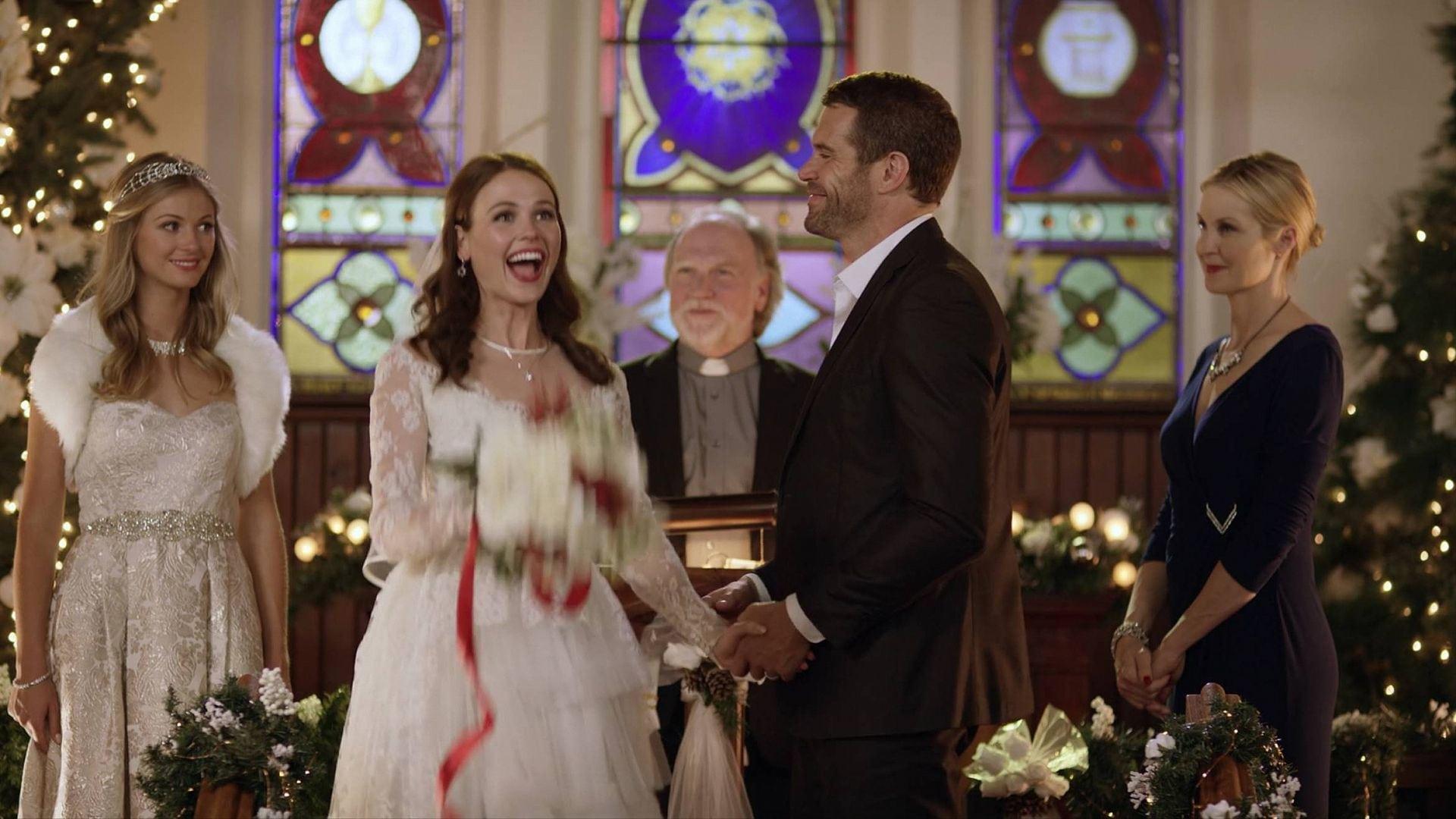 Любят свадьба на рождество смотреть онлайн проститутки видео мужской
